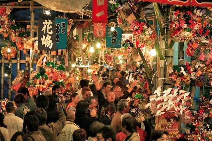 Festivales de Japón: Tori No Ichi (酉の市) o Feria del Gallo, celebrada los días del gallo de noviembre en numerosos templos y santuarios de Japón. El más famoso lugar es un santuario de Asakusa (Tokio)