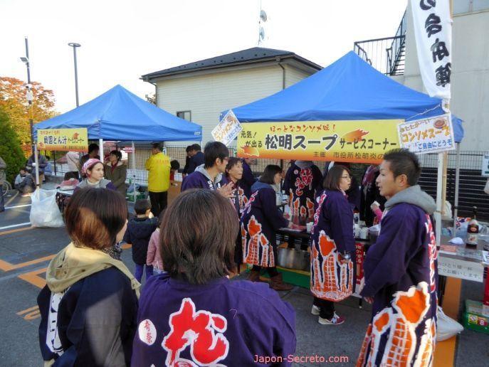 "Festival Taimatsu Akashi: puestos callejeros de comida o ""yatai"""