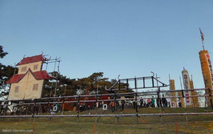 Festival Taimatsu Akashi: representación del castillo feudal de Sukagawa en el monte Gorozan
