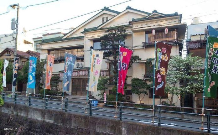 Festivales de Japón: festival de geishas Atami Odori. Teatro Atami Geigikenban Kaburenjō