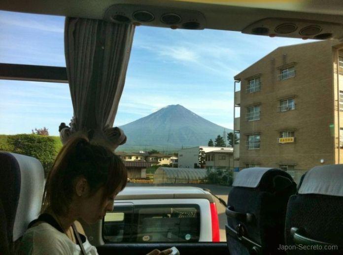 Vista del Monte Fuji desde el autocar que nos llevaba de vuelta a Shinjuku