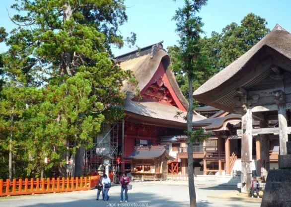 Dewa Sanzan: monte Haguro. Tejado del santuario Gosaiden