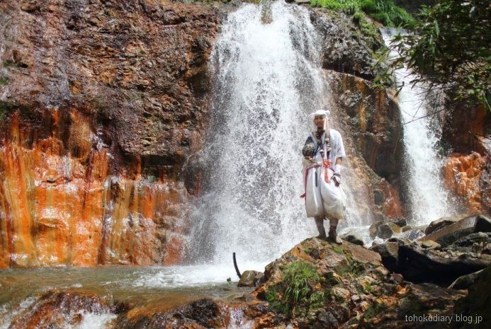 Ruta Dewa Sanzan: monte Yudono o Yudonosan. Monje asceta Yamabushi en peregrinación.