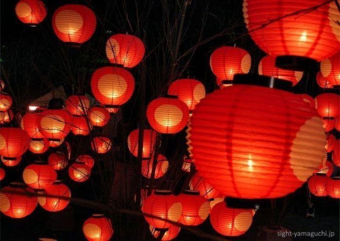 Festivales de Japón: el Yamaguchi Tanabata Chōchin Matsuri (山口七夕ちょうちんまつり) o festival de los farolillos de Tanabata, celebrado el 6 y 7 de agosto en la ciudad de Yamaguchi