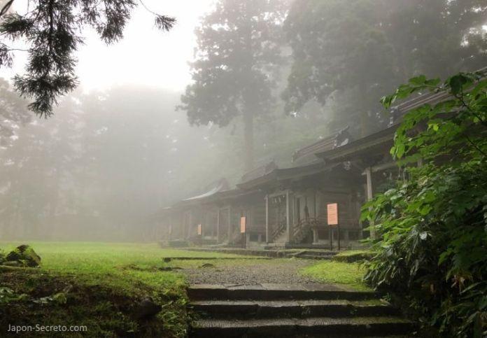Japón. Ruta de peregrinación Dewa Sanzan. Monte Haguro (Hagurosan). Santuarios de las deidades de la montaña.