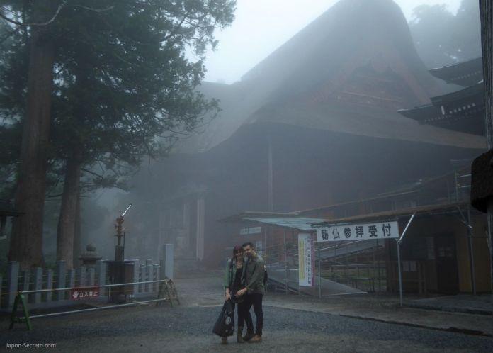 Japón. Ruta de peregrinación Dewa Sanzan. Monte Haguro (Hagurosan). Santuario Sanjin Gosaiden o Sanzan Gosaiden. Senderismo