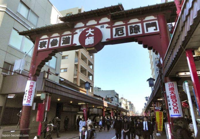 Entrada a las calles de Kawasaki Daishi (Kawasaki). Una buena excursión desde Tokio