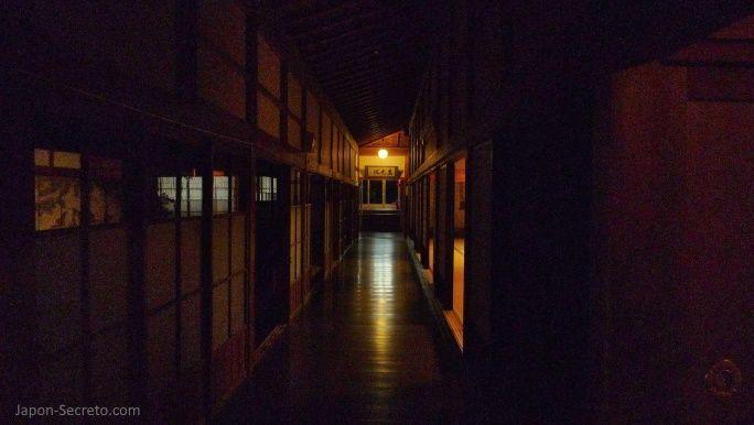 Viajar al Monte Koya o Koyasan: pasillo interior del templo Eko-in (shukubo)