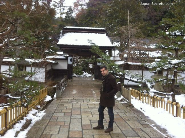 Viaje al Monte Koya o Koyasan: entrada a Kongobuji. Nieve en invierno