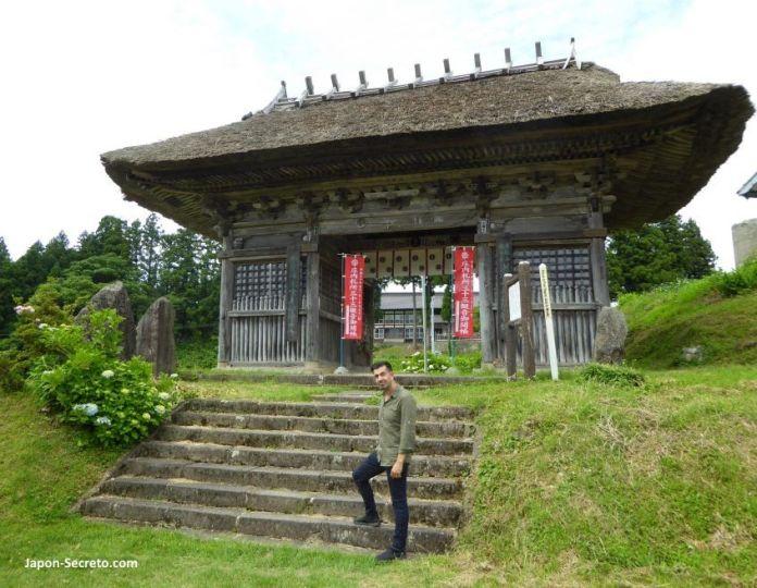 Sokushinbutsu, momias de Japón: entrada del templo Dainichibo (Tsuruoka, Yamagata)