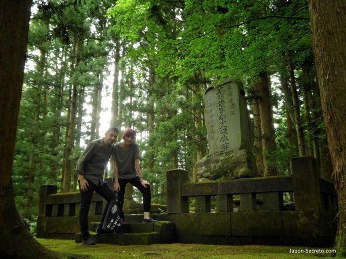 Sokushinbutsu, momias en Japón: Nyujozuka o lugar en que se convirtió en buda viviente de Honmyoji (Tsuruoka, Yamagata). Tohoku.