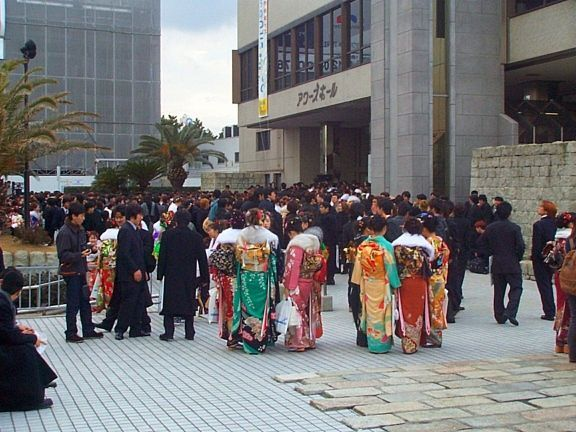 """Celebrando el Día de la Mayoría de Edad (成人の日, """"Seijin No Hi"""") en Ours Hall"""
