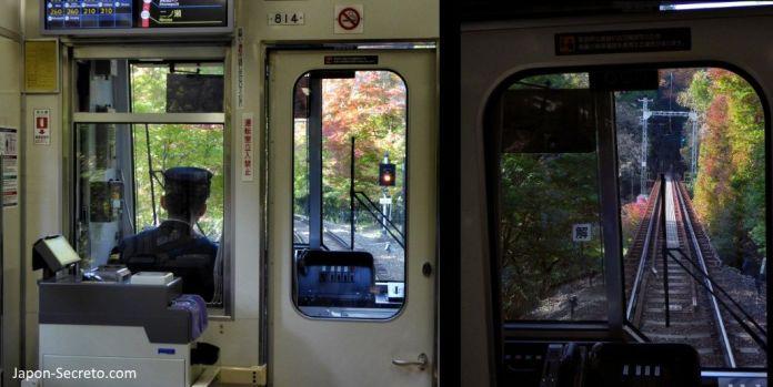 Excursión a Kibune (Kioto) en otoño. Vistas desde el tren de la línea Eizan.