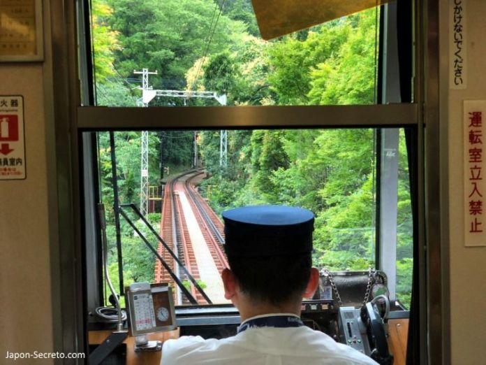 Excursión a Kibune (Kioto) en verano. Vistas desde el tren de la línea Eizan.