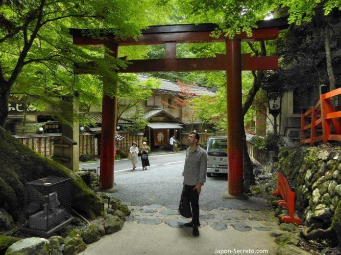 Gran torii de entrada al santuario Kifune. (Kibune, Kioto)