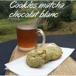 Cookies matcha chocolat blanc avec un thé