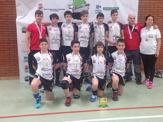 El equipo infantil de la Asociación Deportiva Voleibol Jaraíz campeones de Extremadura