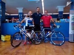 Gracias a Sheray de Más Deportes Lanzarote SSC por dejarnos las bicis listas a mi y a Marcos.