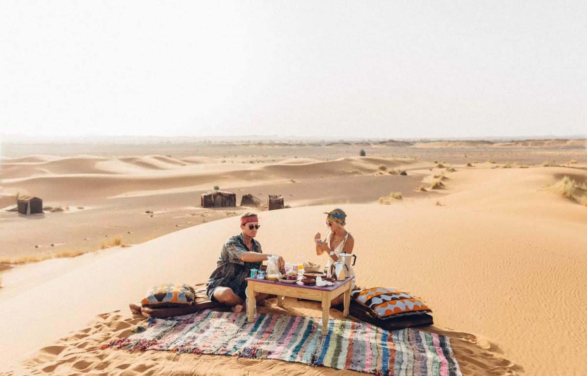 Empresas pagam esse casal para viajar pelo mundo postando fotos no Instagram