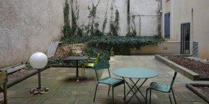Vue de la terrasse avant l'aménagement paysager