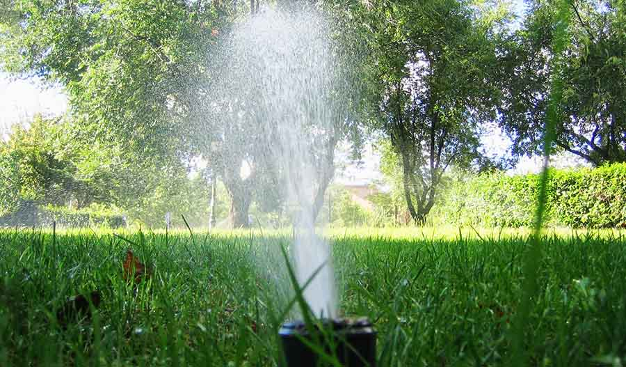 Aspersor de turbina emergente