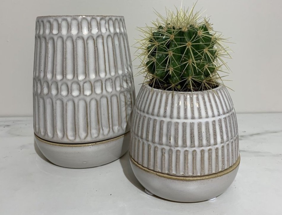 Pots décoratifs avec soucoupe très serrée