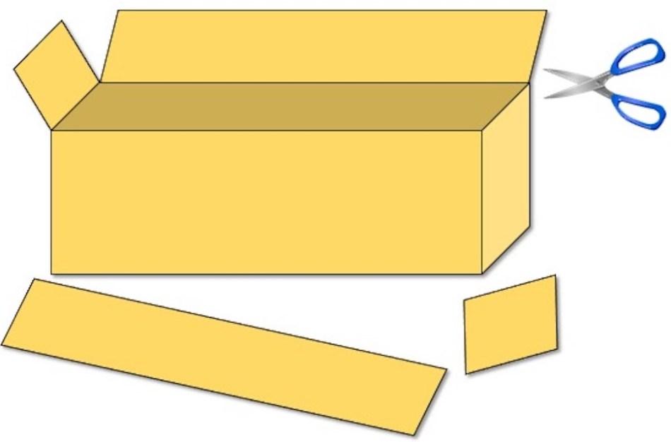 Boîte avec 2 panneaux enlevés et 2 autres à enlever, ciseaux.