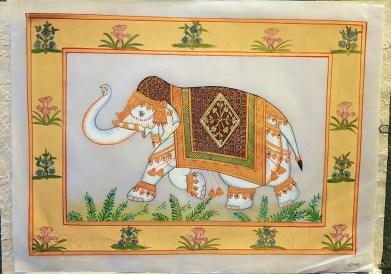 Pitchway peint à la main sur tissu représentatif de scène indienne, INDE - Dimension : 26.5 cm x 35 cm - Prix de vente : 17€.