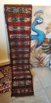 """Tapis """"Kilim"""" Ouzbek en laine ; tissage traditionnel fait à la main sans jute (Années 1950), OUZBEKISTAN - Dimension : 182 cm x 32 cm - Prix de vente : 300€."""