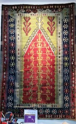 """Tapis """"Kilim"""" Konya en laine; tissage artisanal fait à la main en laine et fibre de jute, années 1950, région sud-ouest de la Turquie en Konya, TURQUIE - Dimension : 195 cm x 130 cm - Prix de vente : sur demande."""