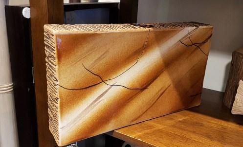 Vase en céramique horizontal strié sur les côtés et glaçure, INDE - Prix de vente : 45€.