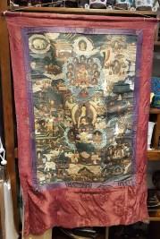 Tangka en toile de lin avec encadrement en soie, NEPAL - Dimension : 68 cm de large x 110 cm de haut - Prix de vente : 190€.