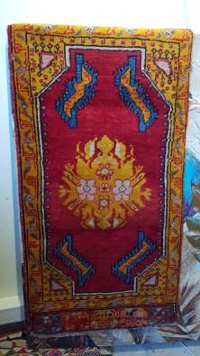 """Tapis """"Sivas"""" en laine, nouage traditionnel fait à la main (Années 1950) - Dimension : 103 cm x 49 cm - Prix de vente : 390€."""