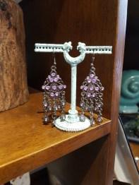 Boucles d'oreilles à trou en strass, INDE - Prix de vente : 15€.