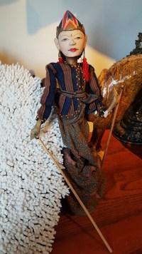 """Marionnette """"Wayang Galek"""" utilisée lors de spectacles traditionnels sur jeu d'ombres, JAVA - Années 1950 - Prix de vente : 90€."""