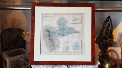 Carte de l'île de la Société par Abel Pilon A. le Vasseur (éditeur Paris - 19ème), cadre en poirier, FRANCE - Dimension : 40 cm de haut x 56 cm de large - Prix de vente : 100€.