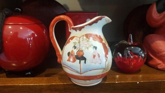 Verseuse à lait en porcelaine japonaise, décor peint à la main, JAPON - Prix de vente : 18€.