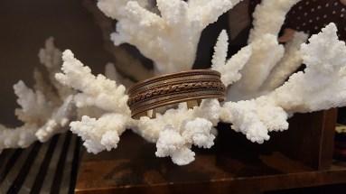 Bracelet en laiton ciselé, INDE - Prix de vente : 15€.