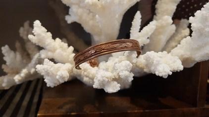Bracelet en laiton ciselé, INDE - Prix de vente : 10€.