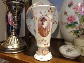 """Vase """"Moghol"""" en céramique et décor peint à la main, CHINE - Prix de vente : 20€."""