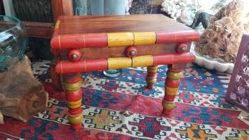 """Table """"Gigogne"""" en palissandre (années 1950), INDE - Dimension : 33 cm de long x 22 cm de large x 26 cm de haut - Prix de vente : 40€."""
