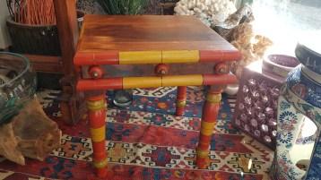 """Table """"Gigogne"""" en palissandre (années 1950), INDE - Dimension : 34 cm de long x 32 cm de large x 36 cm de haut - Prix de vente : 50€."""