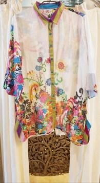Chemise en voile de coton imprimé, boutonnée tout le long, INDE - Prix de vente : 45€.