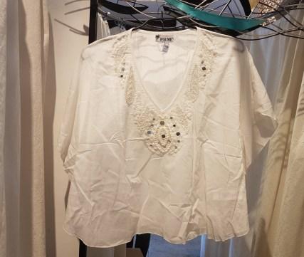 Tunique en voile de coton, motif et perles brodés, INDE - Prix de vente : 80€.
