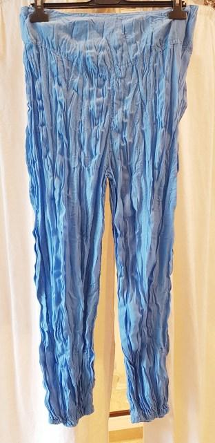 Pantalon style sarouel en voile de coton, élastique à la taille, INDE - Prix de vente : 35€.