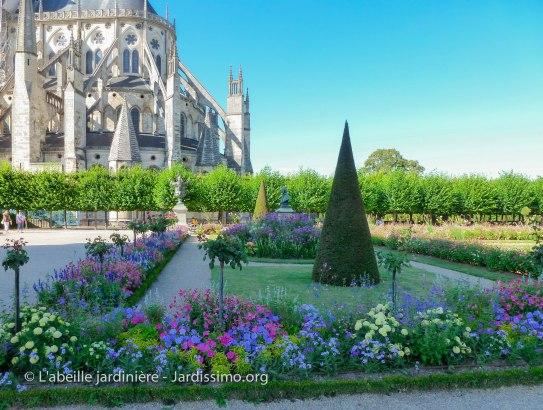 20120809 - Cher - Bourges - parterre cathédrale 1