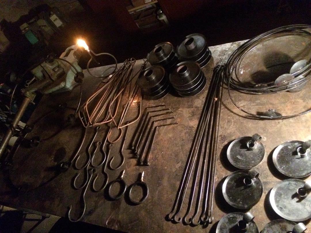 Dagens slut, klart  för morgondagen. Allt kommer finnas hos Tranes Handelskompagni. ?? Forged fire things, ready for the weekend. @lasen69