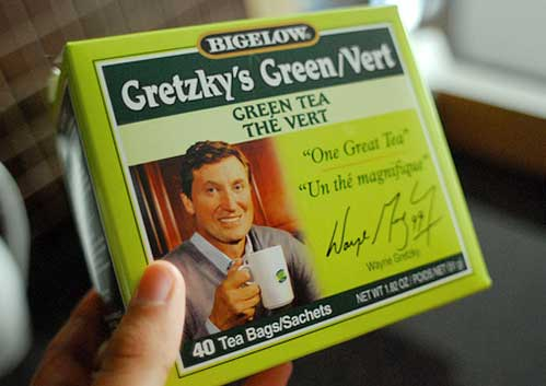Wayne Gretzky's Green Tea with picture on box