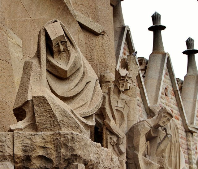 Plaça de Gaudí Exterior