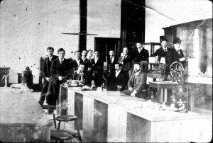 1915 Physics Class